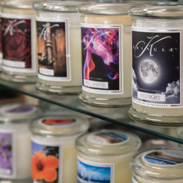 The Kringle Candle Company offers a full line of fragranced candles, including classic apothecary jars, tumblers, DayLights, wax potpourri, tea lights and more.