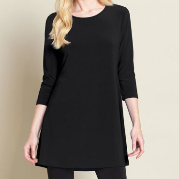 Clara Sunwoo - A new season means a brand new style. This unique tunic is designed with a sleek A-line silhouette. The back features a charming square cut out with soft minimal pleats and a feminine double stitched detail providing a flattering body fit.